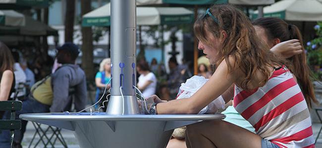 日本初!無料で使えるソーラー充電スタンド「シティチャージ」を今秋よりシャープが設置するぞ!