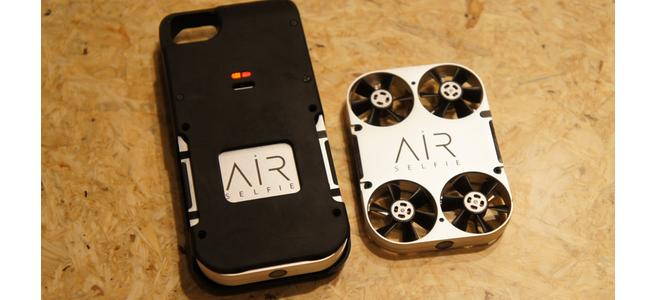 iPhoneケースからドローンが発進!空飛ぶ自撮りカメラ「AirSelfie」発表