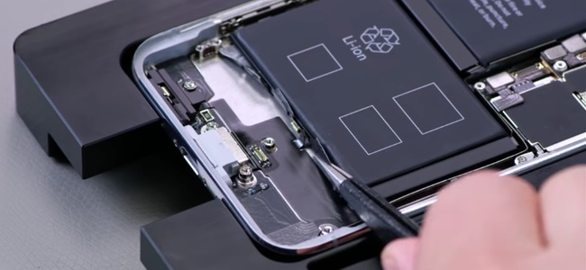 Appleが社内向けに公開しているiPhone XやMacBook Proなどの修理方法の解説動画が流出、YouTubeにアップされる