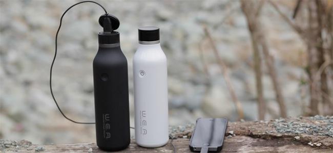 500mlのペットボトル型でiPhoneを12回充電可能!モバイルバッテリー 「W.E.A. BOTTLE」