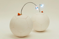 iPhoneを充電できるサッカーボール!?Kickstarterで驚きのアイテムが登場!