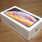 「iPhone XS」開封の様子を写真で確認。新色ゴールドはギラつかず落ち着いた色合い