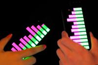 ライブやクラブで超盛り上がる!音や振動に合わせて光る「iイコライザーiPhone 5ケース」