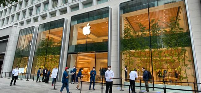 行列は皆無。史上最高に静かなiPhone発売日。「iPhone 12 Pro」Apple 丸の内購入レポート