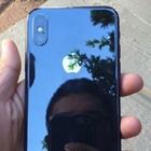 iPhone Xを実際に屋外で使っている様子の画像が登場