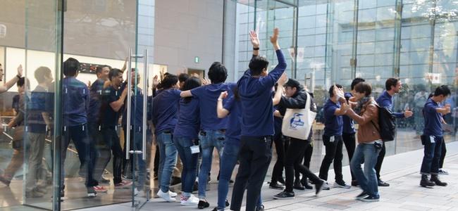 iPhone X発売!Apple 表参道には550人の列。発売日ストアレポート