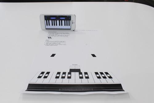 プリントアウトした紙がそのままピアノの鍵盤になるアプリ paper piano