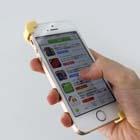 【プレゼントあり】iPhoneの片手持ちに未だかつてない安定感!話題の「スマホバンド」を使ってみた