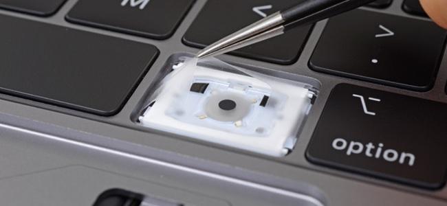 新しいMacBook Pro(2018)にはキーボードのゴミ侵入対策として薄いシリコンの膜が導入されていることが判明。静音化にも貢献