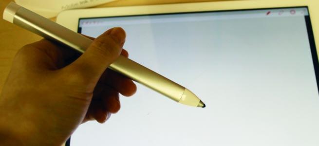 アナログとデジタルの境を曖昧にする描き心地、Adobe初のスタイラスペン「Adobe Ink」