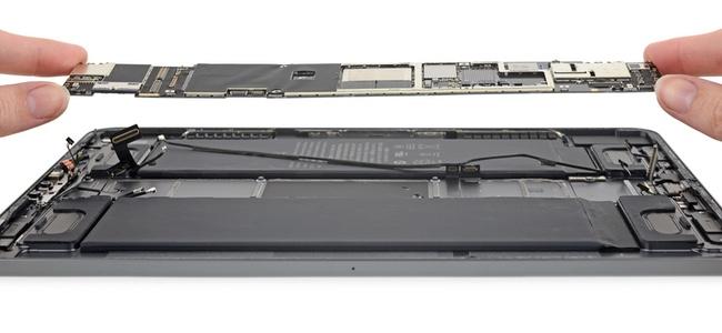 iFixitが新しいiPad Pro 11インチモデルの分解レポート公開。修理難易度スコアは10点中3。接着剤による部品保持が多い点がマイナス