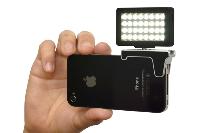 これで暗闇の撮影もへっちゃら!イヤホンジャックに装着する32灯LEDライト発売!