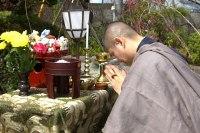 捨てられないストラップ、思い出いっぱいのiPhoneケース…寺院で供養してもらおう!